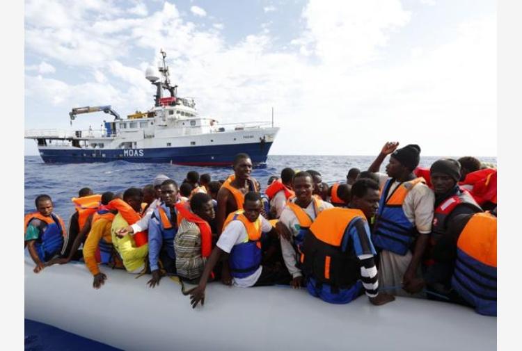 Risultati immagini per foto di migranti