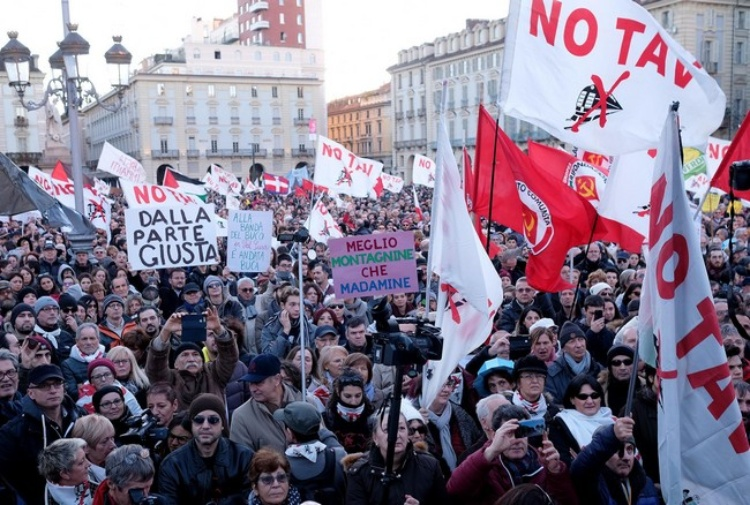 Risultati immagini per manifestazione No Tav a Torino immagini