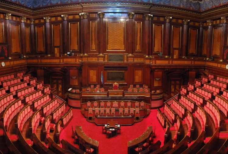 La carica dei 2000 ex onorevoli che percepiscono il for Elenco dei deputati