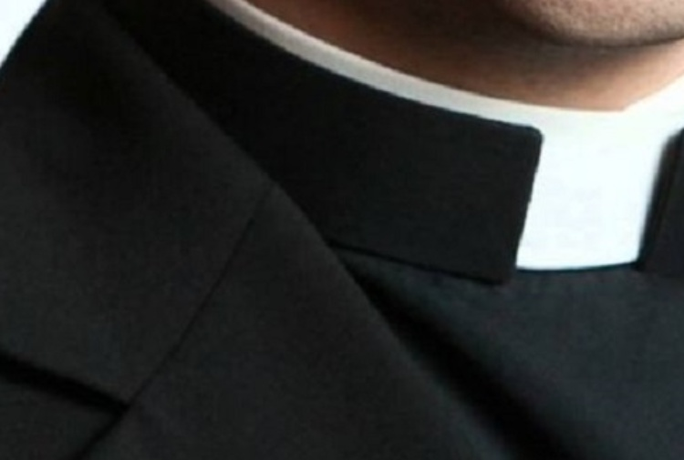 Napoli, festini omosessuali con il parroco: dossier al cardinale Crescenzio Sepe