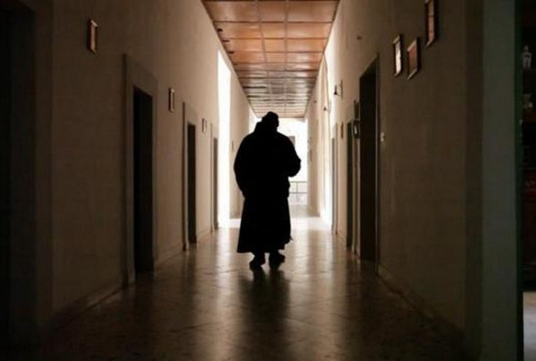 Esorcismo a Casapesenna, arrestati don Michele Barone, genitori e poliziotto.