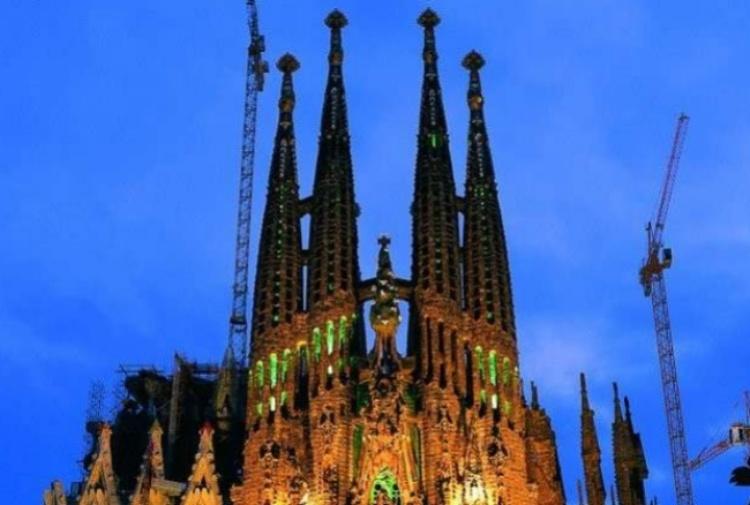 Terrorismo a Barcellona: tensione alla Sagrada Familia, ma era un falso allarme
