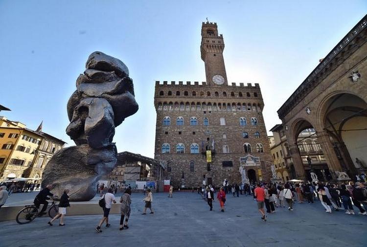 Firenze, crolla statua cera Fischer