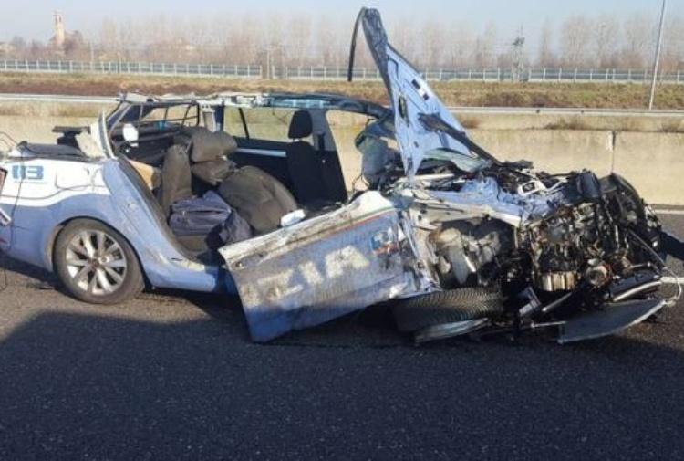 Schianto con un Tir in autostrada, morto agente della polizia stradale