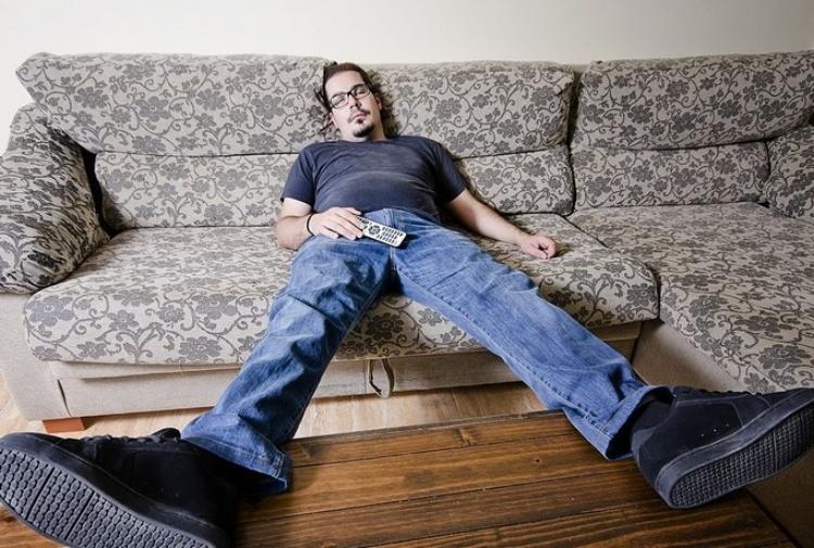 Reddito di cittadinanza i poveri non vogliono stare sul divano tiscali notizie - Pipi sul divano ...