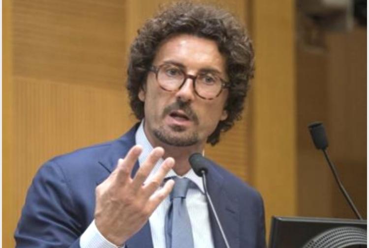 Ritratto di toninelli tiscali notizie for Assistenti parlamentari m5s