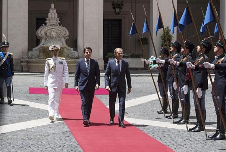 Conte a Tusk: l'Italia non può farsi carico di tutti i migranti