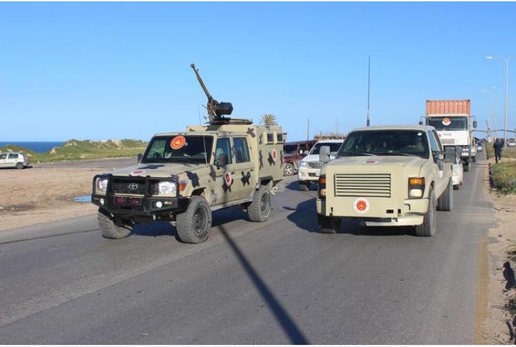 Libia, bombardato l'aeroporto di Tripoli. Scontri in periferia: 35 morti