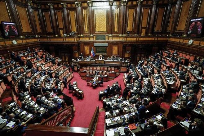 La 'riforma Fraccaro' sta per diventare legge, ma è una truffa: dimezza i parlamentari e la rappresentanza