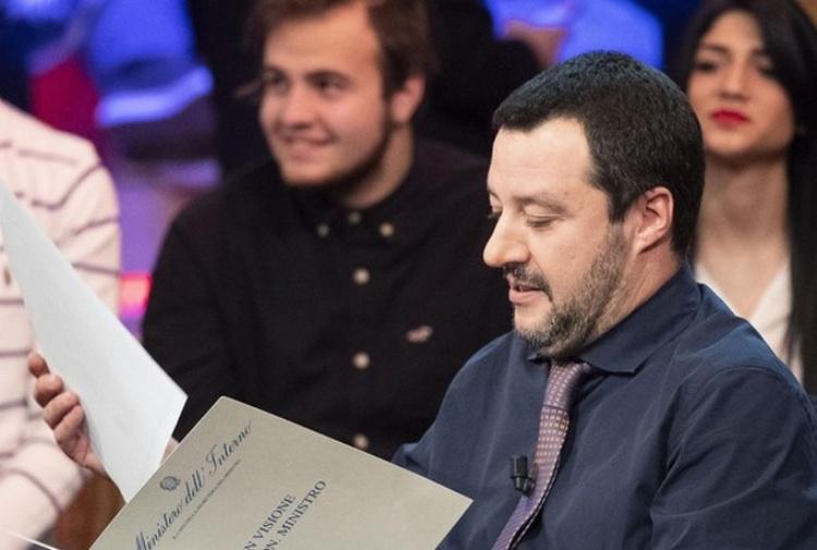 Salvini, nuova direttiva sulle scorte. A rischio quella di Saviano?
