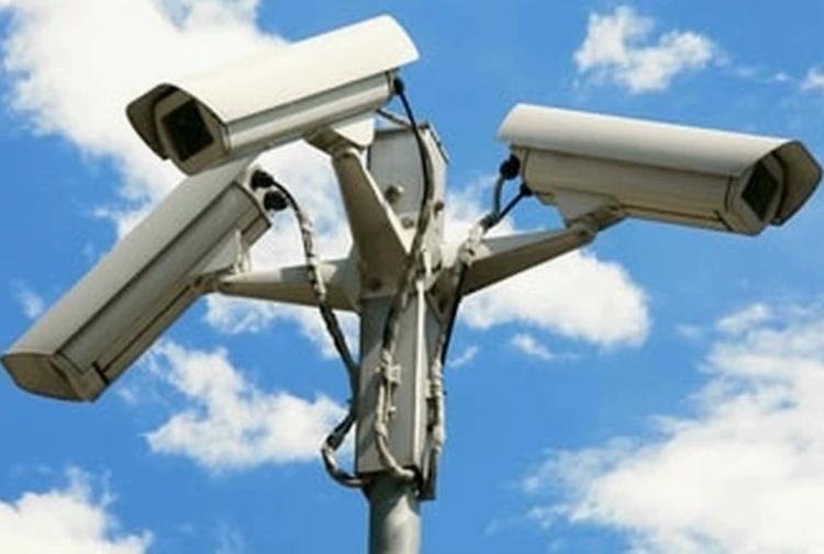 Telecamere puntate sulla strada, per la Cassazione è lecito per proteggere la propria casa