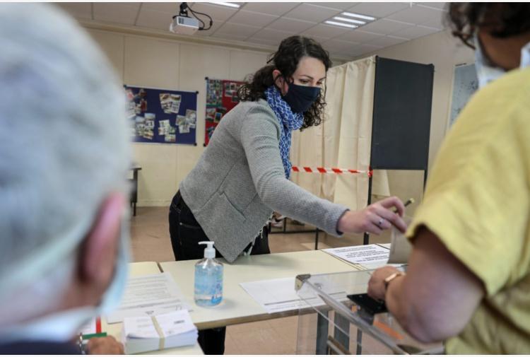 Sardegna al voto in 156 Comuni, ma Covid fa paura. Solinas pubblica un bando per l'assunzione di medici